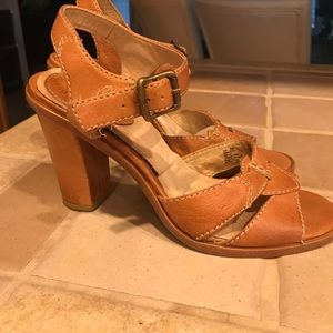 The Frye Co. leather sandals